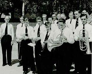 Der erste Auftritt der neu gegründeten Stadtkapelle: Fronleichnam 1952